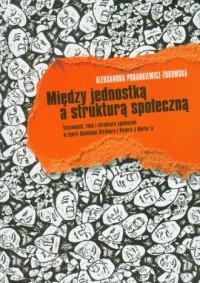 Między jednostką a strukturą społeczną - okładka książki