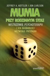 Mumia przy rodzinnym stole. Mistrzowie psychoterapii i ich najbardziej niezwykłe przypadki - okładka książki