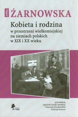 Kobieta i rodzina w przestrzeni - okładka książki